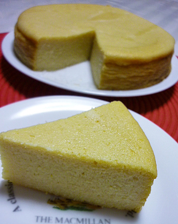 スイーツは食べたいけどカロリーも気になる…と言う方に、ぜひチャレンジして頂きたいのが、最近注目されているベジケーキのこのレシピ。蓮根のモチっとした食感が特徴で、ヘルシーなので罪悪感なく食べられちゃいます♪