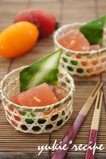 夏に旬を迎えるトマトと塩レモンを使った、夏をそのまま食べられるゼリーです。汗をかいた後の塩分補給にもなるスイーツで、冷たく冷やして食べたい一品。美味しいトマトが手に入ったら、ぜひチャレンジしてみて下さいね。