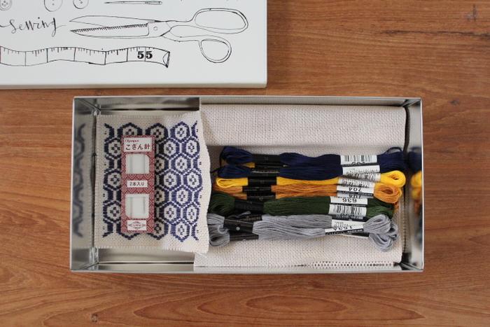こぎん刺し用の針と糸たち。刺しやすいので専用のものを使うのがおすすめです。