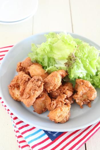 ガッツリおかずに皆大好きな、から揚げはいかが? 下味をつけた鶏肉に、小麦粉や片栗粉を付ける代わりに「きなこ」を使って、糖質オフ。いつものから揚げのようにカラッと揚げれば出来上がりです。