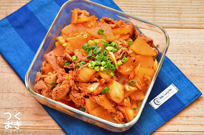 冷蔵庫で5日間、日持ちする便利な常備菜。味付けのポイントは、たっぷりのキムチ。大根にキムチと醤油の旨みがしみ込んでしみじみ美味しい♪
