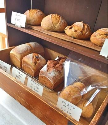 天然酵母を使った、ハード系のシンプルなパンが主流。種類はものすごく多くはないですが、全部食べたくなる程に魅力的です。