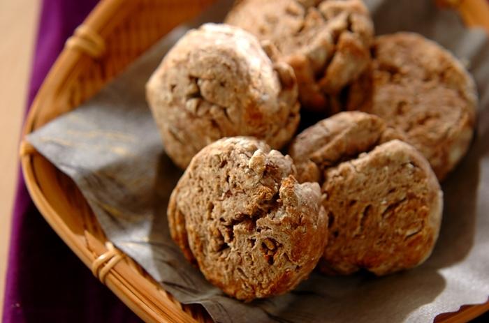 相性が良い「小豆」と「きな粉」を使った和風スコーン。ゆで小豆の甘さを生かして、お砂糖は一切使用していません。小豆のしっとりした味わいと、きな粉の香りがくせになりそう。