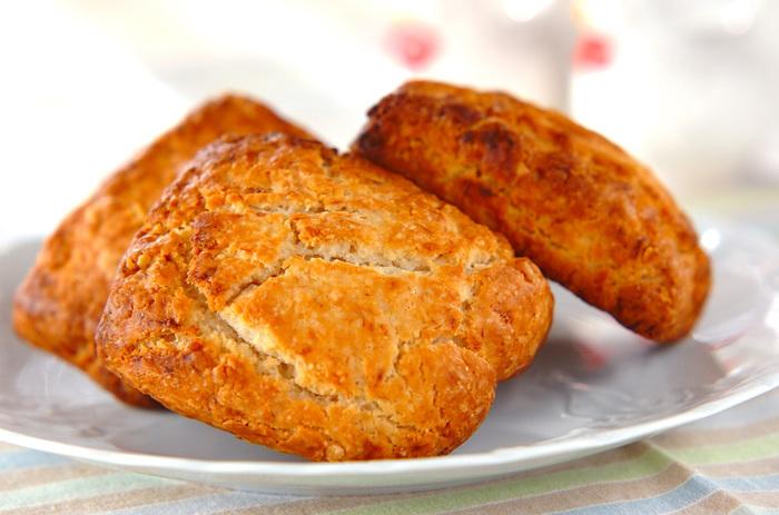 米粉を使用することで、外はカリッと、中はもっちりした食感に。カロリーが283 Kcalというのも、嬉しいポイントです◎バナナとメープルシロップならではの、優しい甘さを楽しみましょう。