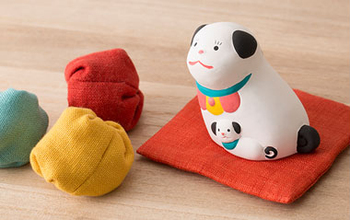子だくさんで安産のお守りとして有名な犬をモチーフにした玩具です。安産祈願や出産祝いにぴったり。もちろん愛犬家へのプレゼントにも。