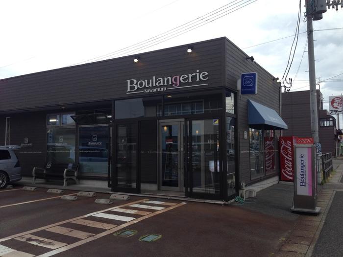 新潟市でパンといえば、東区浜谷町にある「BoulangerieKawamura(ブーランジェリーカワムラ)」も外せません。数々の賞を受賞したオーナーシェフが作るパンはファンも多く、幅広い年齢層に支持される人気店です。