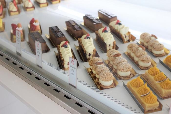 タヒチ名産のバニラビーンズをたっぷり使ったクリームなど、タヒチの香りを現代的にアレンジしたケーキたち。キュートな見た目にも惹きつけられます。