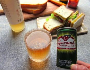 ガラナと呼ばれる植物のエキスを使ったブラジルで人気のガラナ飲料のウイスキー割り。炭酸がシュワシュワ爽やかでさっぱり飲めちゃいます。