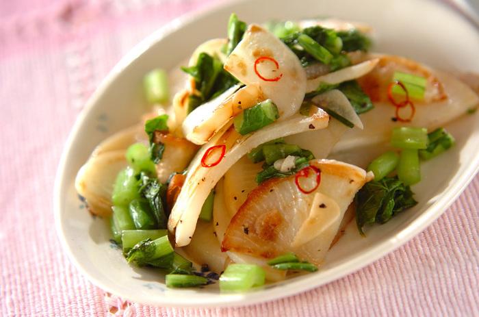 カブは煮物にしたり、お漬物にしたり・・・和風のお料理のイメージがありますが、ペペロンチーノにしても美味しい。炒めると甘さが増して柔らかくなるんです。今回は洋風の味で楽しんでください。強火で炒めるのが上手につくるコツ。