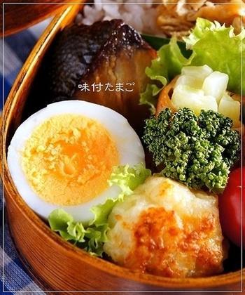 昆布茶のうま味がたっぷりの味付け卵に成功して、お弁当の定番おかずを増やそう。