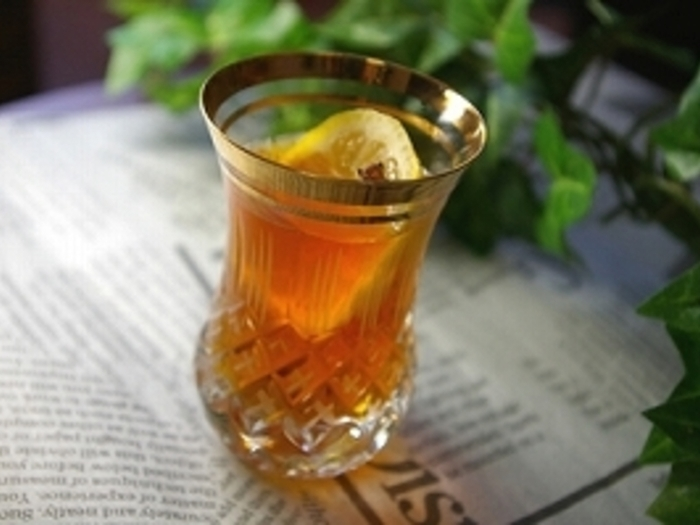 レモンが爽やかに香るレモンティーにウイスキーをMIX。ふわりとウイスキーが香るさっぱりした飲み心地です。