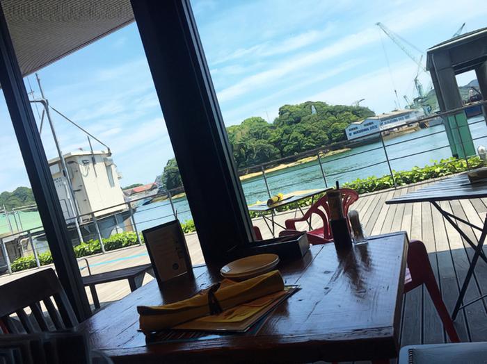 天気の良い日には、窓から尾道水道と向島の景色も楽しめますよ。