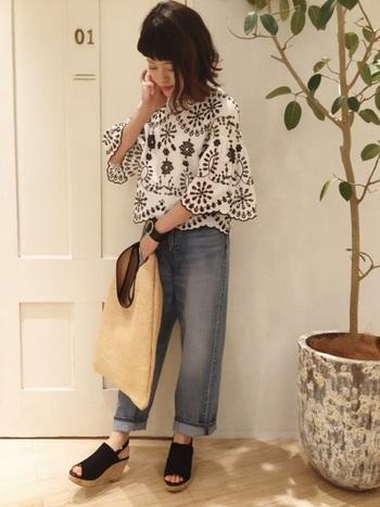 今年はボタニカルな柄をモチーフとした刺繍や柄が人気です。ZARAならトレンドアイテムもお手頃価格で手に入ります。旬の刺繍ブラウスも大人っぽくスタイリッシュに♪