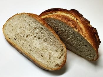 絶対に買って帰りたいのが、大人気のリアルカンパーニュー。どっしりとしたパンは、みっちりとつまった重厚な生地が魅力的です。たくさん食べられない…と思う方は、ハーフサイズもありますよ。