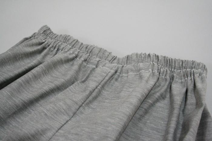 ウエストと裾の部分にゴムを通して、形を整えれば完成!