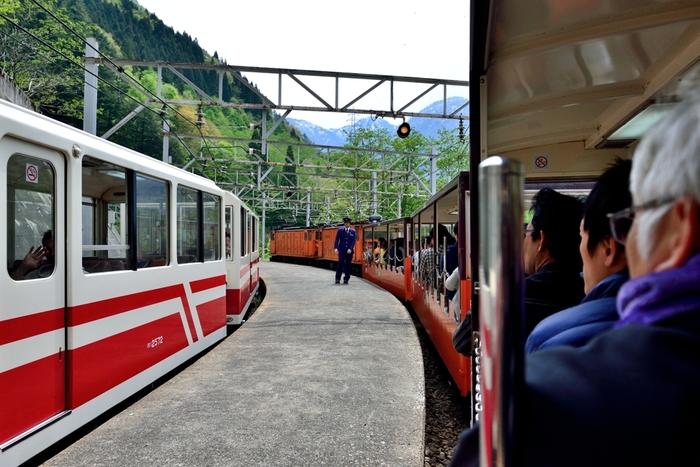 森石駅は、関西電力が運行する電力資材運搬専用駅であるため残念ながらホームに下車することはできません。しかし、1面2線のホームでは、上り線と下り線の列車の待ち合わせを行うため、旅客用トロッコ列車の通過待ち合わせ駅としての役割を果たしています。
