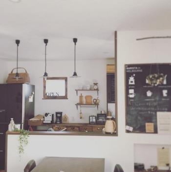 ダイニングの一角にカフェ風の黒板を設置しています。これもペイントで作ることが可能なんです。子ども部屋などいろいろなところで使えそうですね。