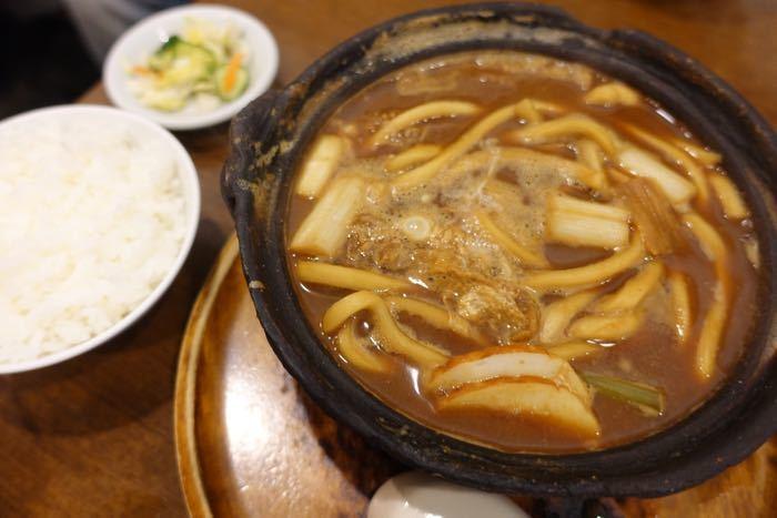 名古屋名物、「味噌煮込みうどん」がおうちで食べられるセットです。歯ごたえのあるコシのある麺に、濃厚でコクたっぷりの八丁味噌仕立てのだしがたっぷり染み込んで、本格的な味噌煮込みうどんが味わえます。