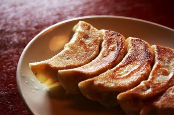 大満足の餃子レシピをご紹介しました*ぜひ、今晩のおかずの参考にしてみてくださいね。