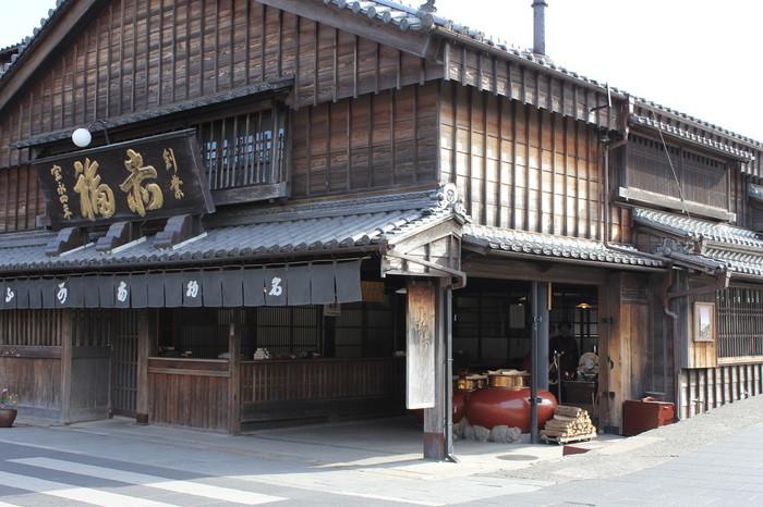 おかげ横丁内には伊勢名物の和菓子「赤福」の本店もあります。おみやげにいいですね☆