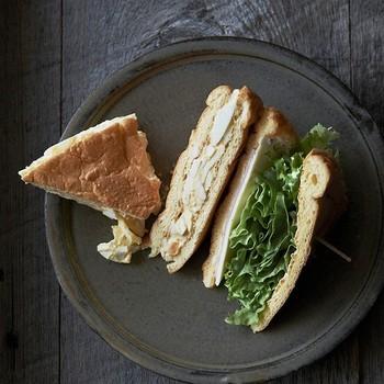 ハンバーガーやサンドイッチのように、間に具材を挟めば見た目も華やかに♪ダイエット中には野菜もしっかり摂れて健康的。もちろん、ジューシーなお肉やチーズにもよく合います。