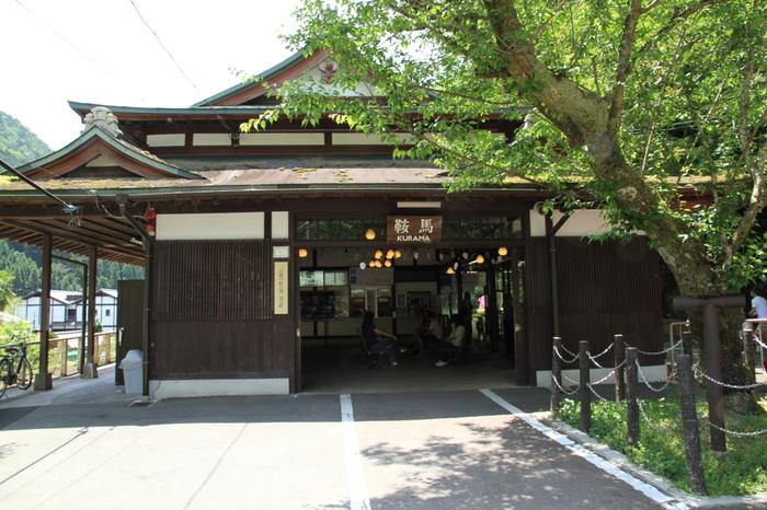 叡山電鉄「鞍馬駅」に到着。おつかれさまでした!  駅前に時おりワゴン車でやってくる「ブルージュ」というパンの「移動販売所」がとっても美味しいと評判なので、運よく見つけたら、試してみてくださいね。