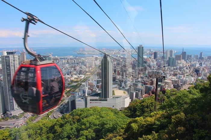 ガーデンテラスからの美しい眺めが人気のハーブ園ですが、ロープウェイも忘れずに。神戸の街並みを見下ろす空中散歩は、素敵な思い出になるはずです。