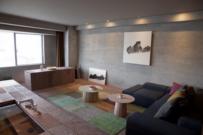 ラウンジルームには、東山からのインスピレーションを得て描かれた山の書が飾られ、洗練された大人の空間が贅沢!スイートルームには、24時間利用が可能な岩盤浴など、充実した設備が整っているので特別なひと時が過ごせます。