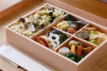 ランチやディナーをお部屋で過ごしたいと言う方には、「仕出し料理」を。京都らしいおもてなしで食事を楽しめます。