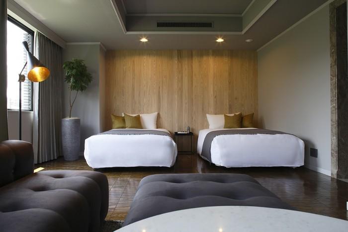 使い勝手が良い十分な広さのお部屋には、落ち着きのあるインテリアが並び、くつろぎの空間が演出されています。