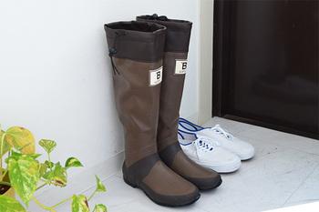 何より柔らかく、フィット感も抜群で折りたたんで収納することも出来ちゃいます。これなら玄関に置いても邪魔になるどころか、飾っておきたくなる長靴です。