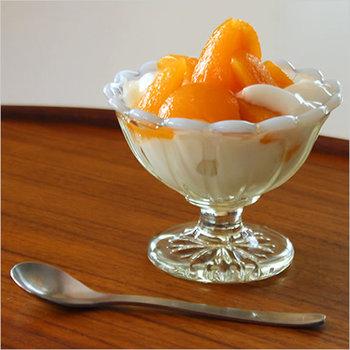 こちらは一回り小さいサイズです。アイスクリームやちょっとしたパフェを盛り付けるのにぴったり。いつものアイスも喫茶店で頂くようなお出かけ仕様に。