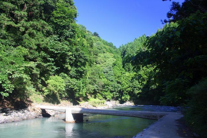 【東海自然歩道(京都一周トレイル)の途上の「潜没橋(下清滝橋)」】
