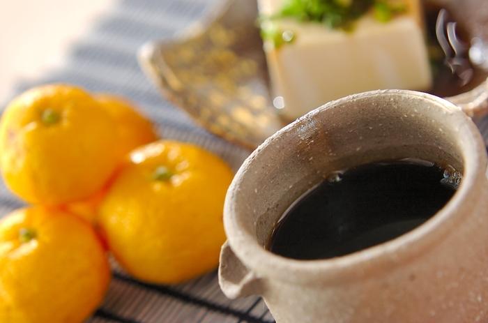 フレッシュな柑橘類をそのまま絞れば、爽やかな風味の自家製ポン酢が楽しめます。簡単・手軽に作れるうえ、季節に合わせた柑橘類を使えるので飽きません♪