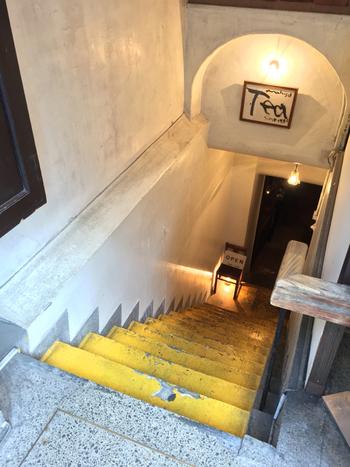 おやつの時間は、老舗の紅茶専門店「tea room mahisa (ティー ルーム マヒシャ) 」でひと休み。