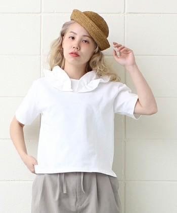 頭の上にチョコンとのせれば、ガーリーにもボーイッシュにも似合うマリン帽。ファッション小物を展開するブランドならではの、アクセサリー感覚で楽しめる帽子です。