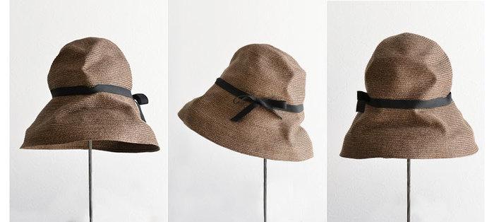"""帽子のセレクトショップ The """"mature"""" hat shopのオリジナルブランド。くしゃっと畳めるので、使わない時にはバッグイン。柔らかな素材ならではの折り目が味わい深く、こなれ感を演出してくれます。 麦わら帽では珍しい、個性を感じるブラウンも魅力的。"""