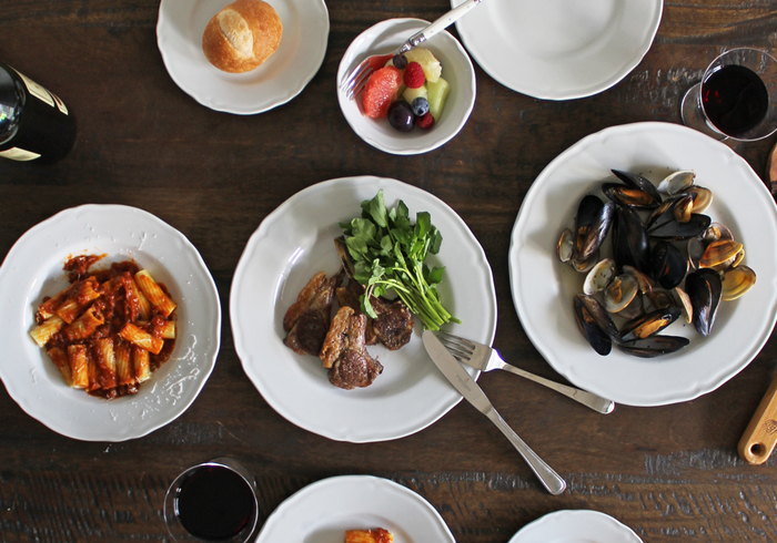 エレガントなレリーフの入った「プラガ」シリーズは、伝統的なイタリア家庭料理にもモダンな美しい盛り付けにも似合う器です。イタリアではレストランやホテルでも使用されています。