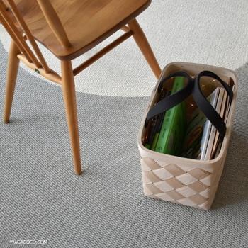 散らかりがちな雑誌類も、すっきり収納。取っ手付きタイプはそのまま持ち運びもできてとっても便利ですよ。