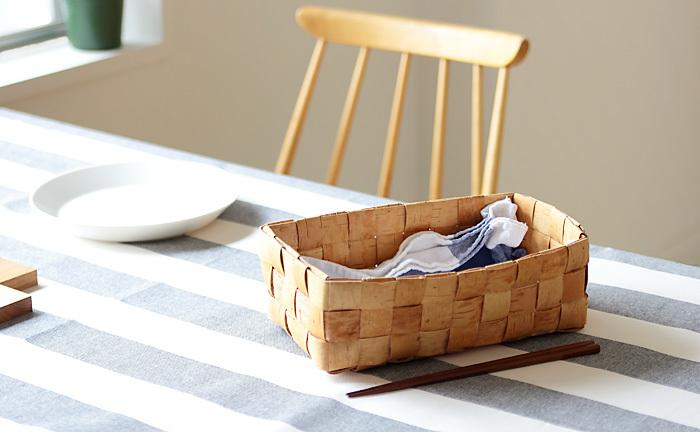 食卓に一つ置いておくだけで、なんでもすっきりとまとめてくれる頼もしい存在でもあります。