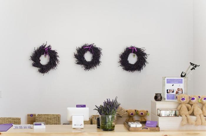 ラベンダーの最大の魅力はなんといってもその香り。お部屋に飾るだけでリラックス効果が期待できそう!
