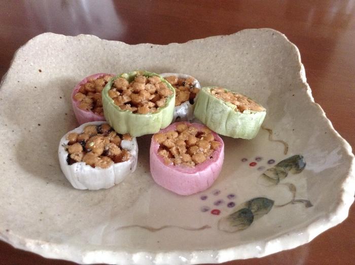 おこしのまわりを、胡麻・抹茶・いちご風味の餡で包んだ「梅ばちかりんと」は、見た目も可愛く3種類の味が楽しめる詰合せです。
