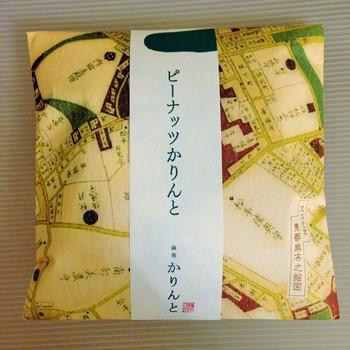 本店のある麻布は外国人の多い街であり、また古くからの東京の雰囲気も残す商店街と、ふたつの特徴を持ち合わせています。