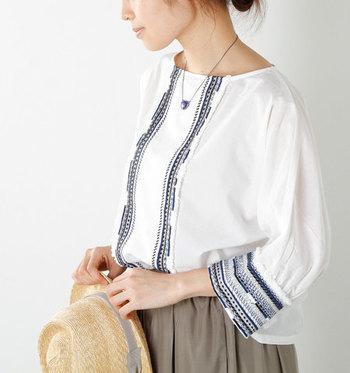 夏は爽やかファッションに合わせて、アクセサリーも季節感のある涼しげなものを身につけてみませんか?