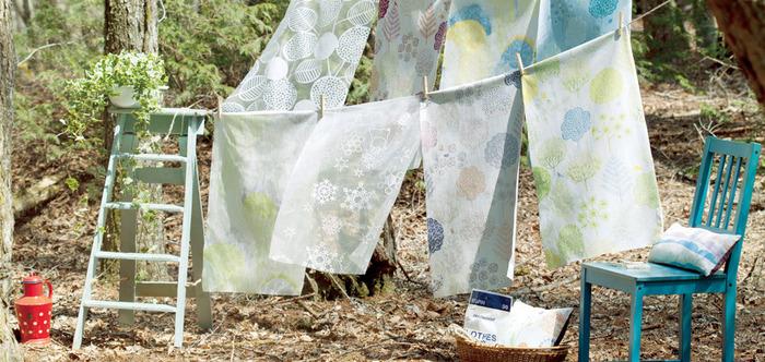 可愛い柄や、きれいな染めの生地を見つけると、ついつい欲しくなってしまいませんか? お気に入りの布を見つけたら、ファブリックパネルに仕立てたり小物を作ったりする方も多いと思います。