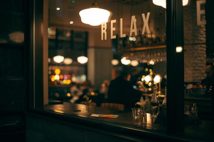 60年代当時、ジャズ喫茶は最先端の音楽に触れられる文化の発信地だったそうです。昨今、老舗のジャズ喫茶店がどんどん閉店していく中で、サブカルチャーの宝庫、JR中央線の沿線には今も雰囲気のあるジャズ喫茶店が残っています。今回は、ずっとずっと続いてほしいJR中央線の各駅にあるジャズ喫茶店をご紹介します。