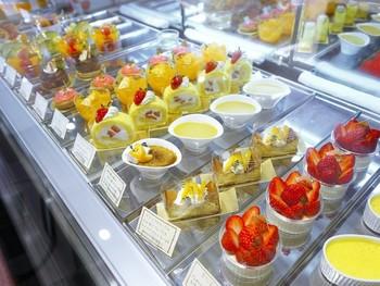 """仲卸業務を営み、日本全国から取寄せた旬の美味しいフルーツを使った、新しい""""Style""""を提供しています。 カットフルーツ、フルーツを使ったスイーツなどの美味しさには定評があります。"""
