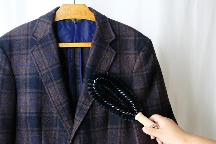 少ない洋服を着まわしているからこそ、大切にしたい清潔感。お気に入りの服だからお手入れもきちんとします。毛玉やよれ具合が出て、着ている時に堂々とふるまえないものは思い切って処分を。