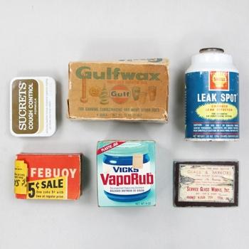 昔のパッケージって、味があっていいですよね。 紙製の箱は使うことはできなくても、置くだけで立派なインテリアです。