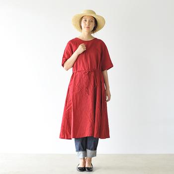 洗いざらしの気持ちよさ、心地よさを肌で感じることができる洋服を提案する「prit(プリット)」のリネンワンピースです。 ゆったりとしたドロップショルダー、涼しげなハーフスリーブが大人の抜け感をプラス。